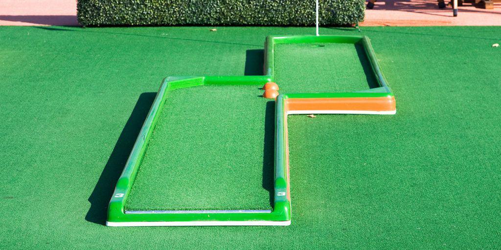 artificial-green-grass-installation-